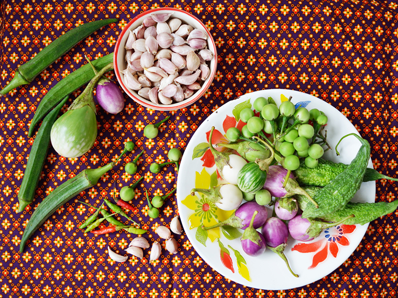 Картинка Баклажан Чеснок Еда Овощи Перец тарелке Пища Тарелка перец овощной Продукты питания
