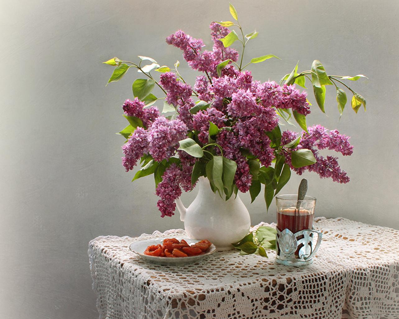 Фотография Чай Кувшин Сирень цветок стакана Стол Натюрморт сером фоне Цветы Стакан стакане кувшины столы стола Серый фон