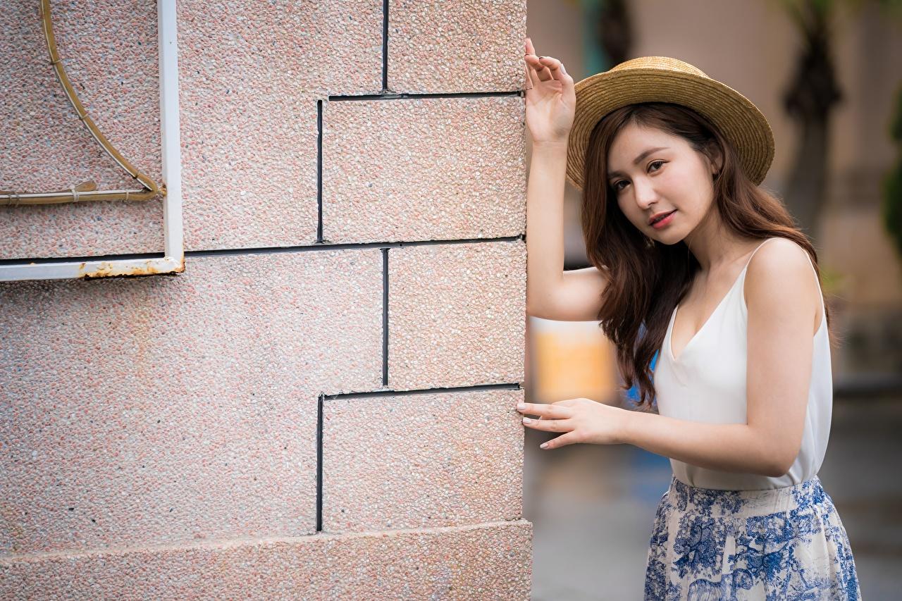 Фото шатенки позирует шляпы молодые женщины азиатки Руки Шатенка Поза Шляпа шляпе Девушки девушка молодая женщина Азиаты азиатка рука
