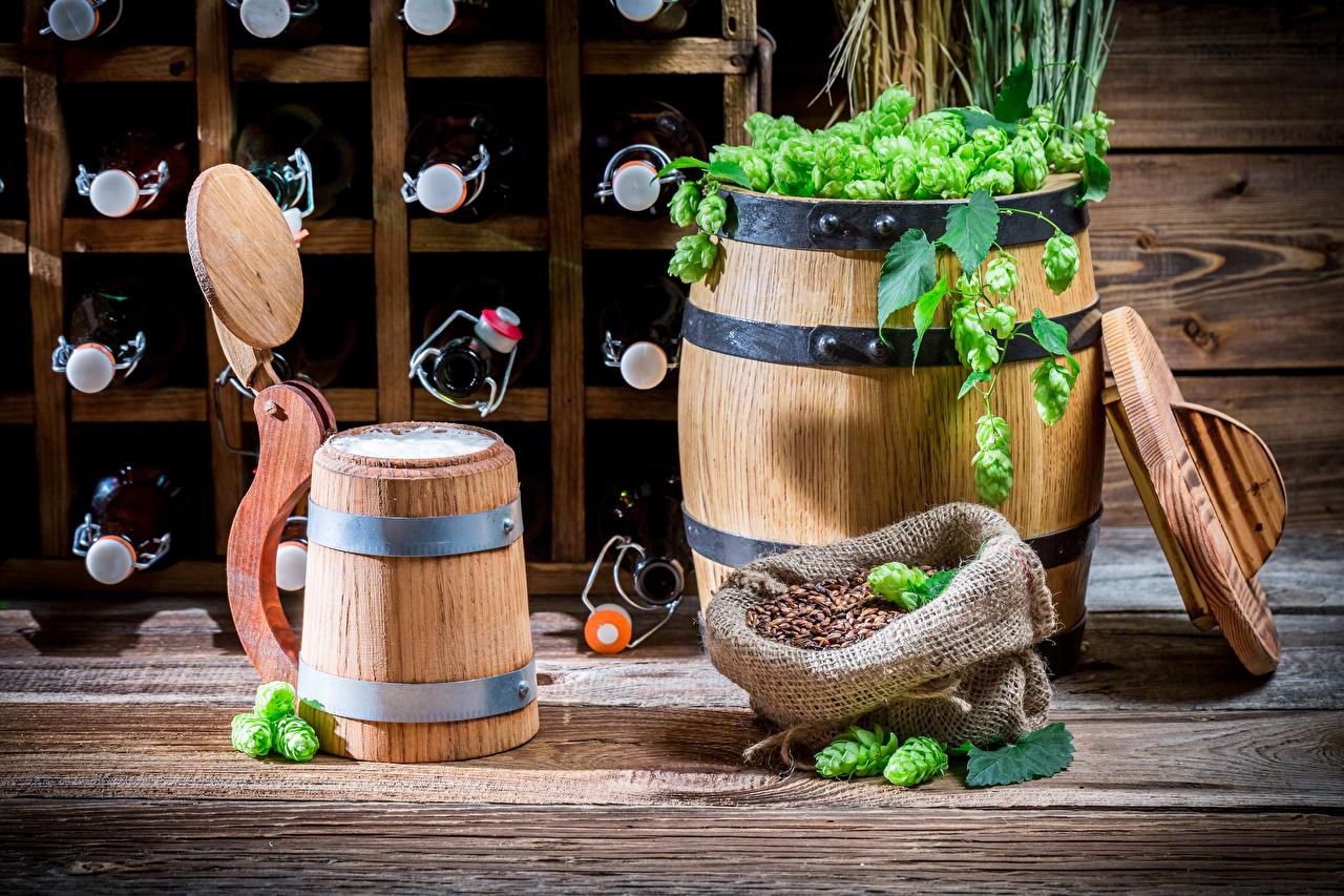 Картинка Хмель зерно Бочка Пища кружке бутылки Зерна Еда кружки Кружка Бутылка Продукты питания