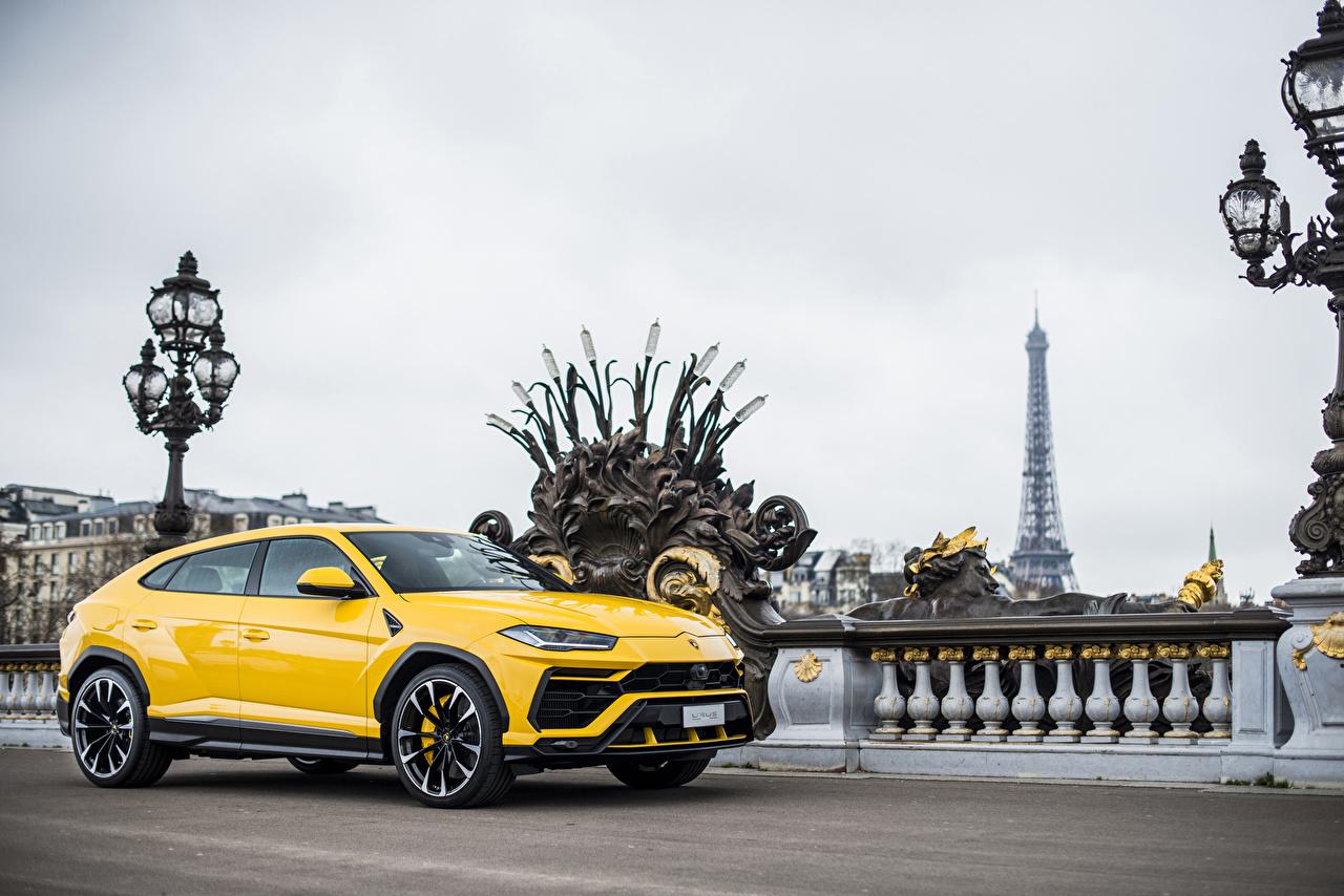 Фотографии Lamborghini 2018 Urus Желтый авто Металлик Ламборгини желтых желтые желтая машина машины автомобиль Автомобили
