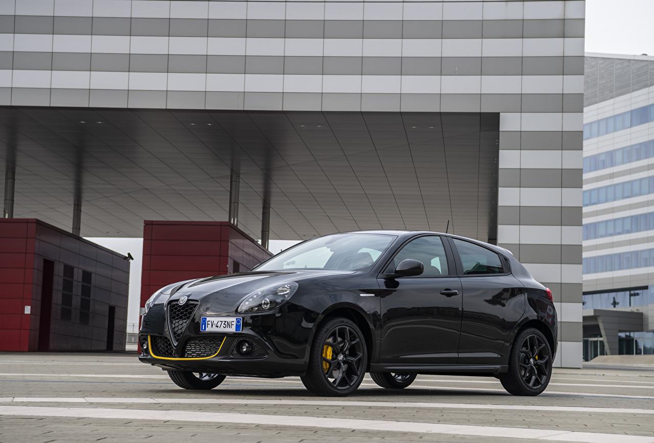Картинка Alfa Romeo 2019 Giulietta Sport Veloce Giallo Corsa Pack черная машина Металлик Альфа ромео черных черные Черный авто машины автомобиль Автомобили