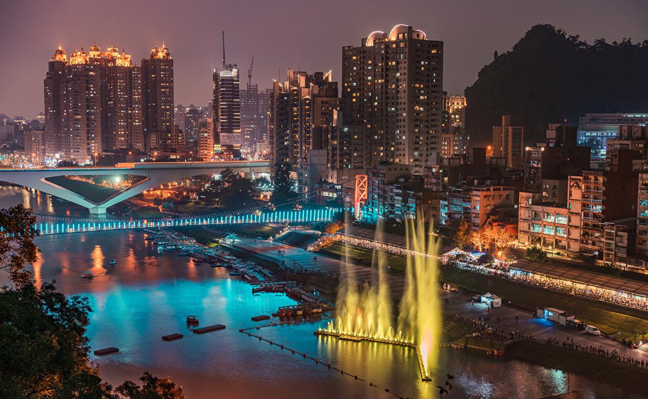 Фотографии Тайвань Фонтаны New Taipei Мосты Реки Пирсы Ночные Дома Города мост Ночь река речка ночью в ночи Причалы Пристань город Здания