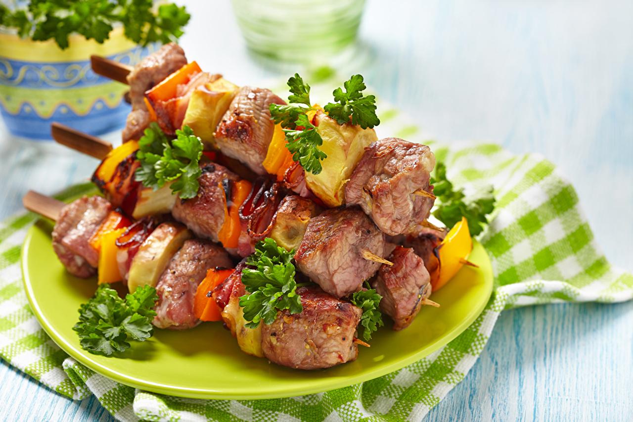 Фото Шашлык Пища Овощи тарелке Мясные продукты Еда Тарелка Продукты питания