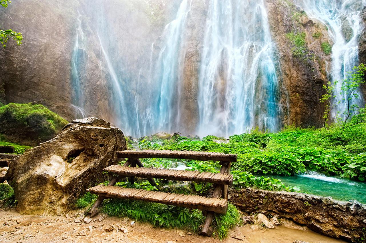 Фотографии скале Природа Водопады Камни Скамья Утес скалы Скала Камень Скамейка