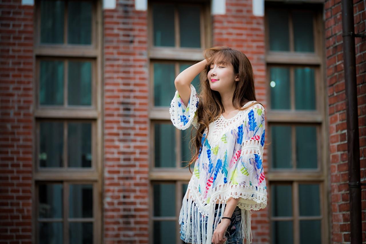 Фото Шатенка позирует Миленькие волос девушка азиатки Руки шатенки Поза Милые милый милая Волосы Девушки молодая женщина молодые женщины Азиаты азиатка рука