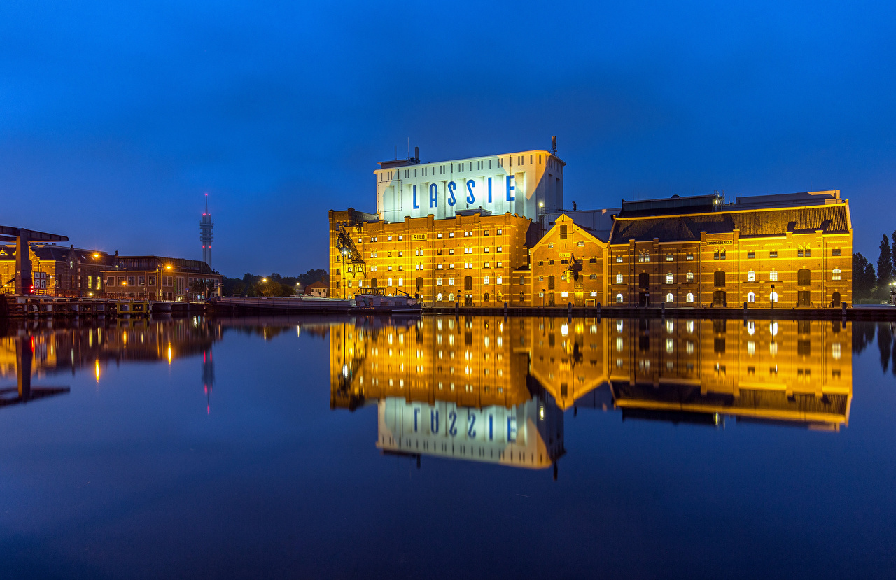Картинка Нидерланды Lassie, Wormer отражается река Дома Города голландия отражении Отражение Реки речка город Здания
