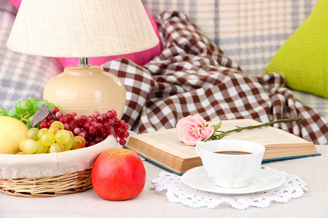 Фото Кофе Розы Яблоки Виноград Пища Чашка Книга Натюрморт Еда Продукты питания
