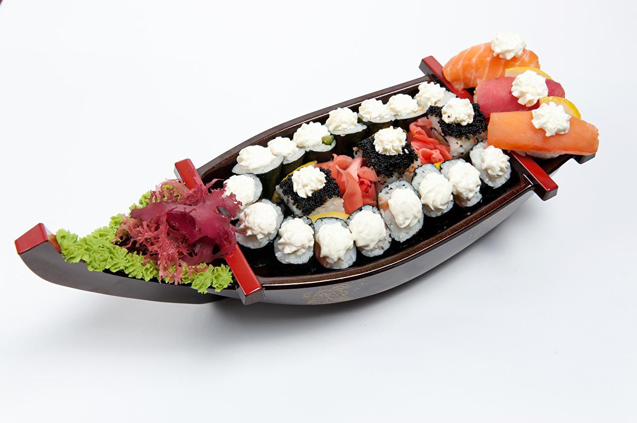 Картинка Суши Еда Лодки Овощи Белый фон Морепродукты суси Пища Продукты питания белом фоне белым фоном