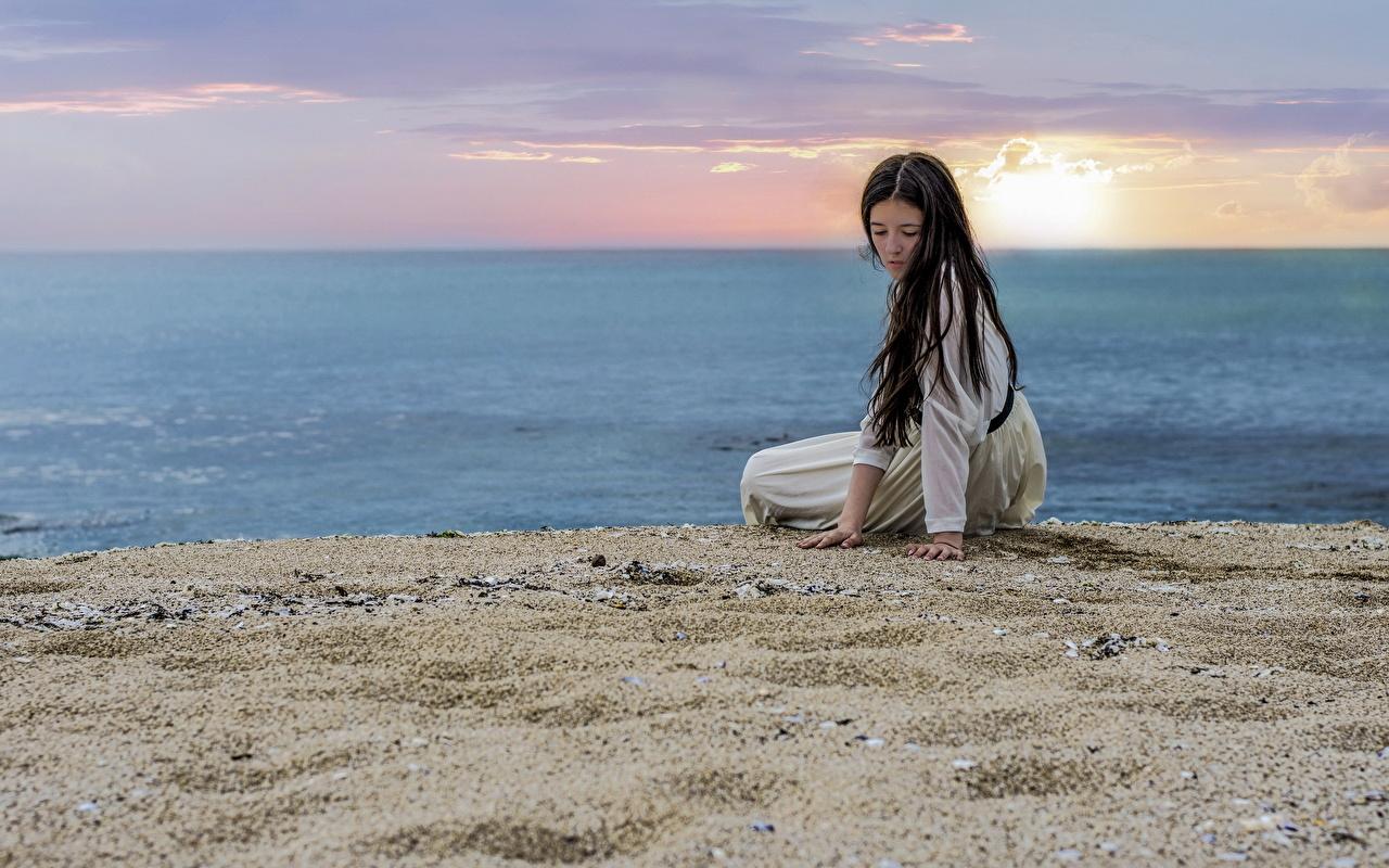 Фотография пляже Море Природа Девушки Небо песке Рассветы и закаты Пляж пляжа пляжи девушка молодая женщина молодые женщины Песок песка рассвет и закат