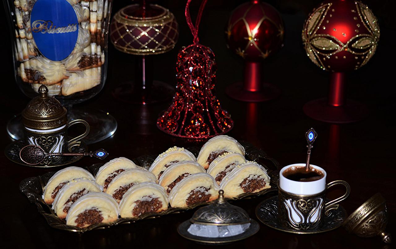 Фотографии Рождество Кофе чашке Колокольчики Продукты питания Пирожное Сладости Праздники Новый год Еда Пища Чашка колокольчик сладкая еда
