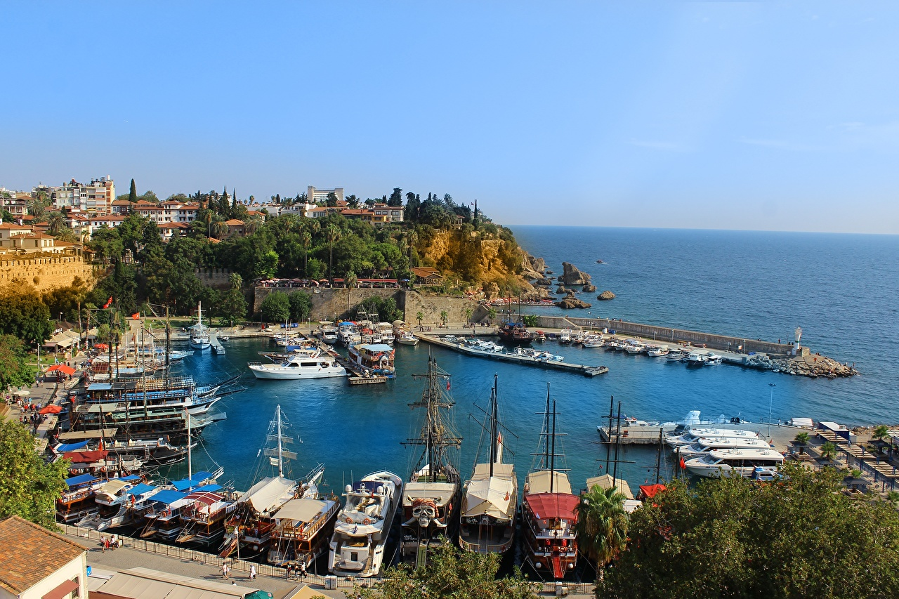 Обои для рабочего стола Турция Antalya берег Пирсы Бухта Катера город бухты Причалы Пристань Побережье Города