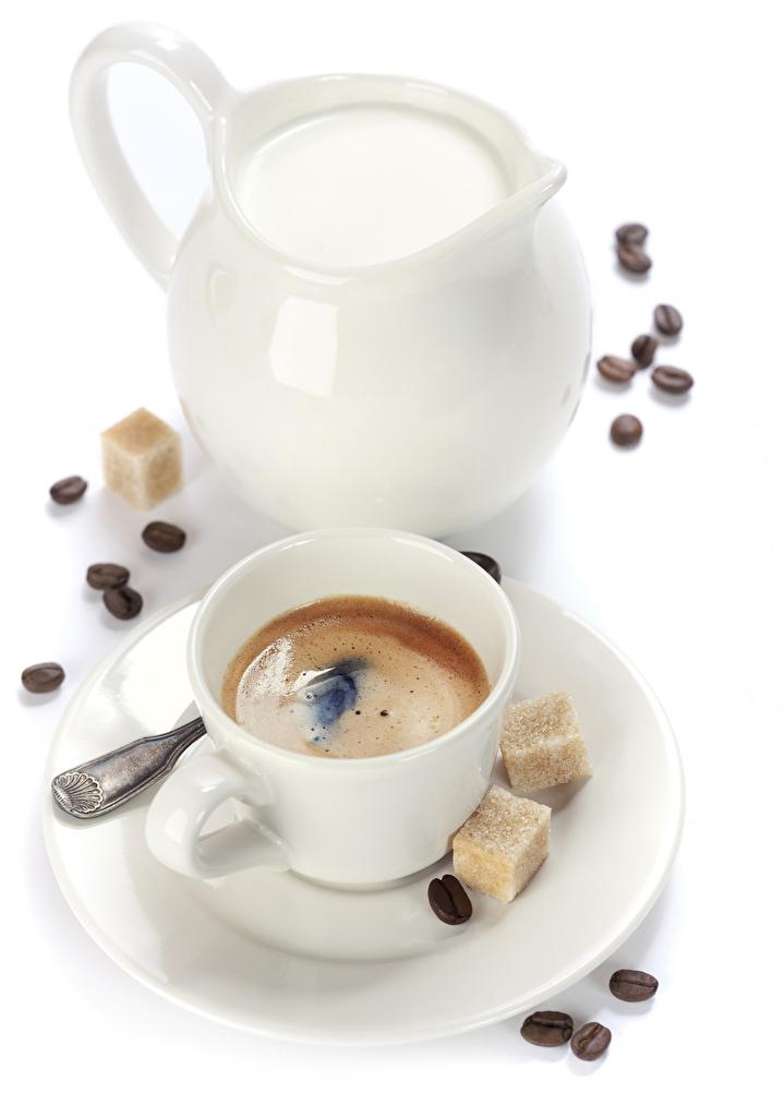 Картинка Молоко Кофе Сахар зерно кувшины Еда Чашка белым фоном  для мобильного телефона сахара Зерна Кувшин Пища чашке Продукты питания Белый фон белом фоне