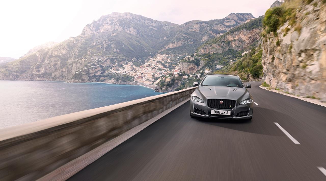 Фото Jaguar 2017 Серый скорость авто Спереди Ягуар серая серые едет едущий едущая Движение машина машины Автомобили автомобиль