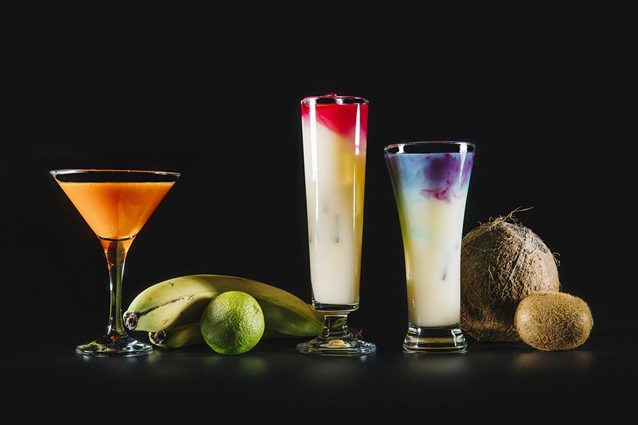 Картинки Лайм Киви Бананы Кокосы стакана Коктейль Продукты питания Черный фон Стакан стакане Еда Пища на черном фоне