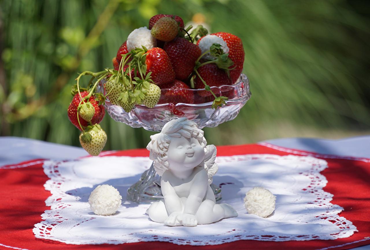 Фото Ангелы Клубника Пища Еда Продукты питания