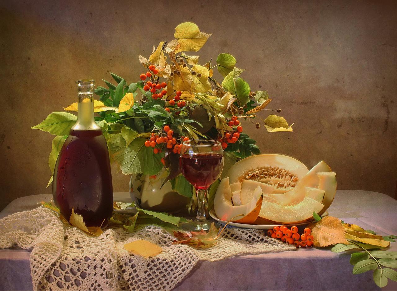 Обои Листья Вино Рябина Дыни Кувшин Пища Бокалы Натюрморт Листва Еда Продукты питания