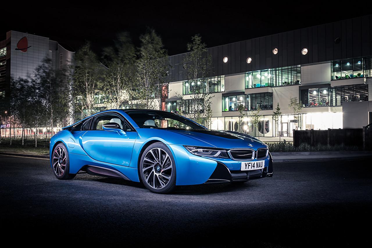 Фотографии BMW 2014 i8 голубая Ночь Автомобили Здания БМВ Голубой голубые голубых авто ночью в ночи Ночные машины машина автомобиль Дома