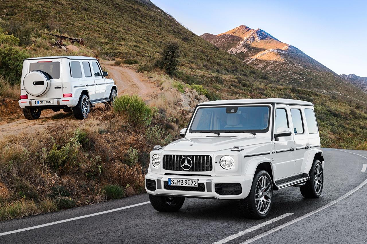 Картинки Mercedes-Benz Гелентваген 2018 G 63 Worldwide Двое Белый Металлик Автомобили Мерседес бенц G-класс 2 вдвоем Авто Машины