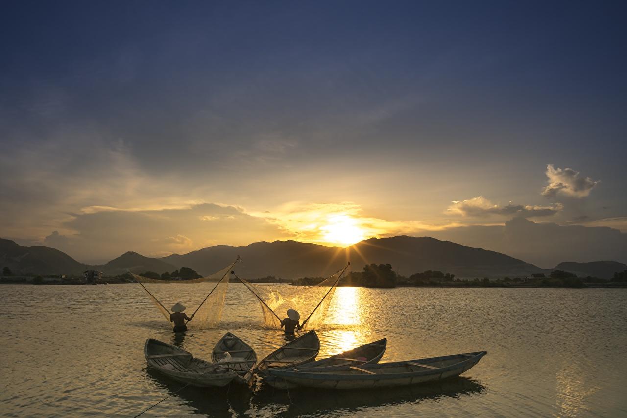 Фото Природа Рыбалка азиатки Рассветы и закаты Лодки ловля рыбы Азиаты азиатка рассвет и закат