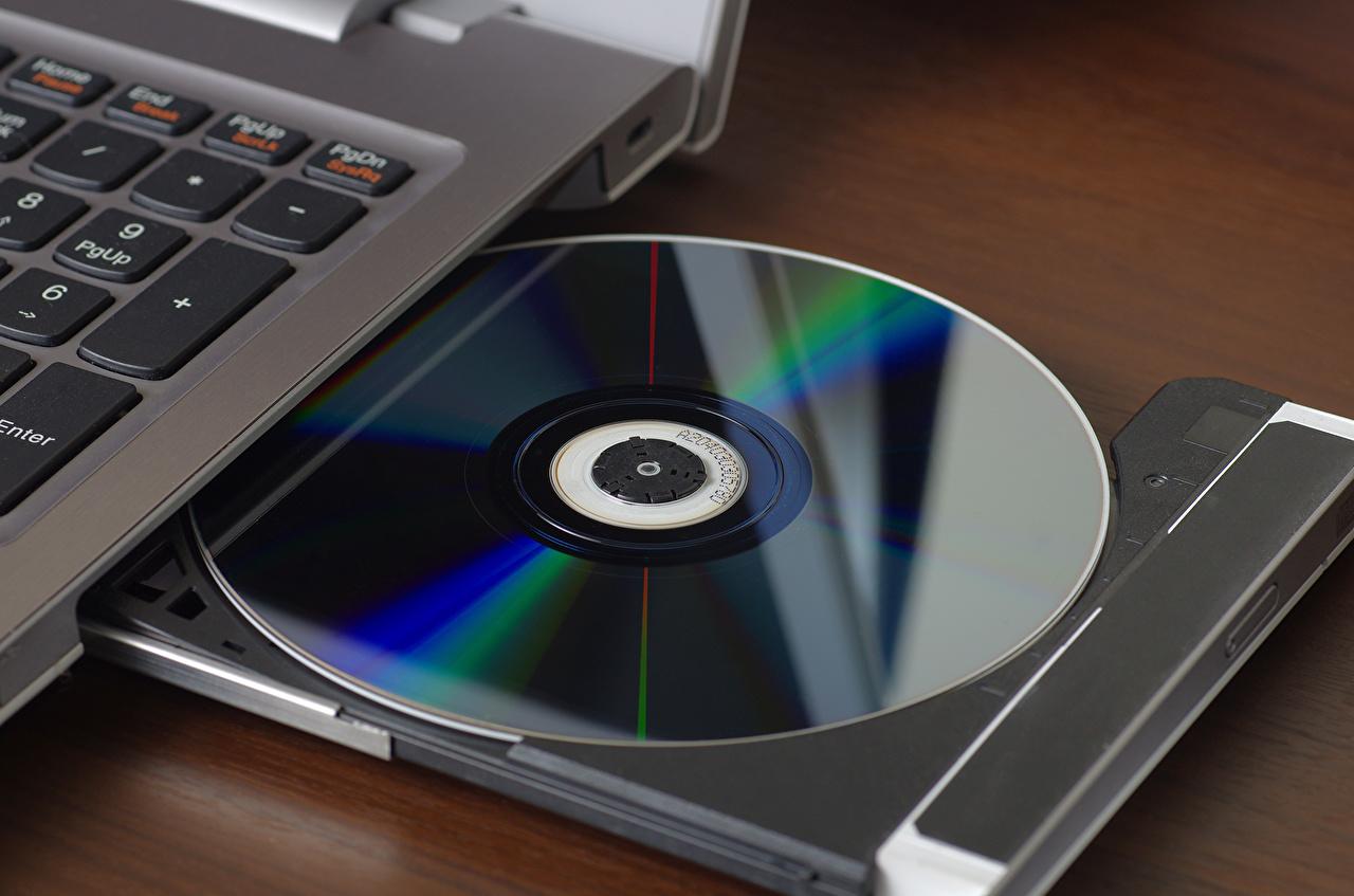 Фотография Ноутбуки compact disc reader вблизи Компьютеры ноутбук Крупным планом