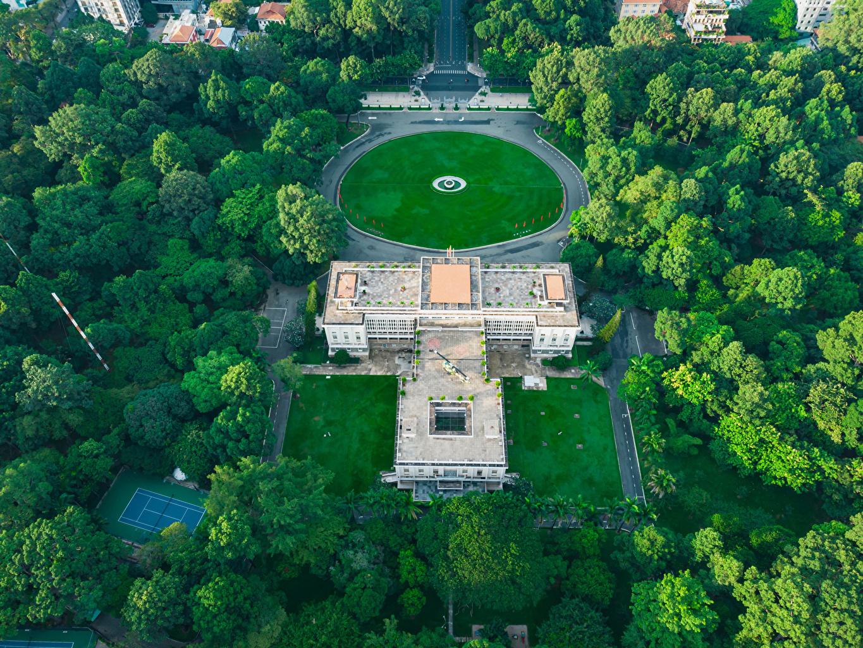Обои для рабочего стола Вьетнам Ho Chi Minh City Парки газоне Здания дерева Города парк Газон Дома город дерево Деревья деревьев