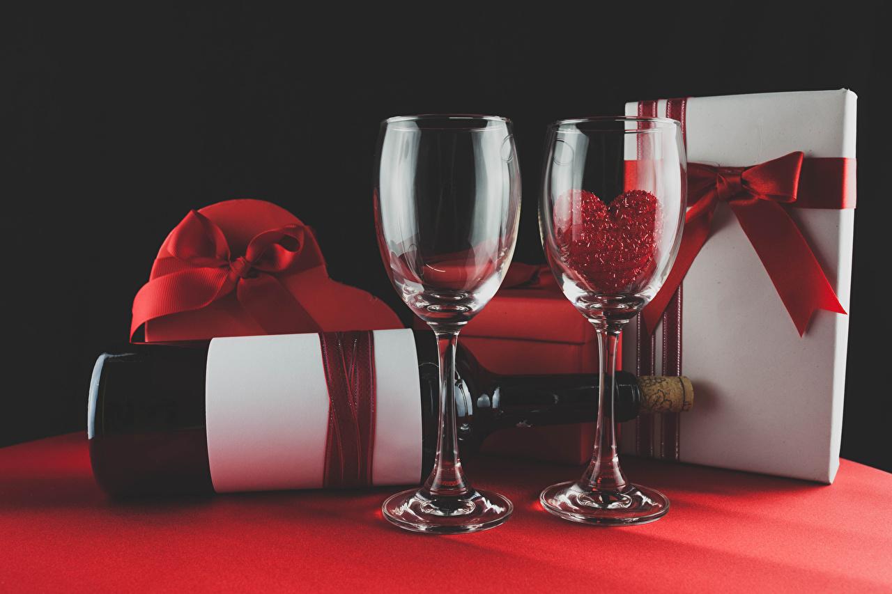 Фотографии Сердце Вино Подарки Пища бокал Праздники серце сердца сердечко подарок подарков Еда Бокалы Продукты питания