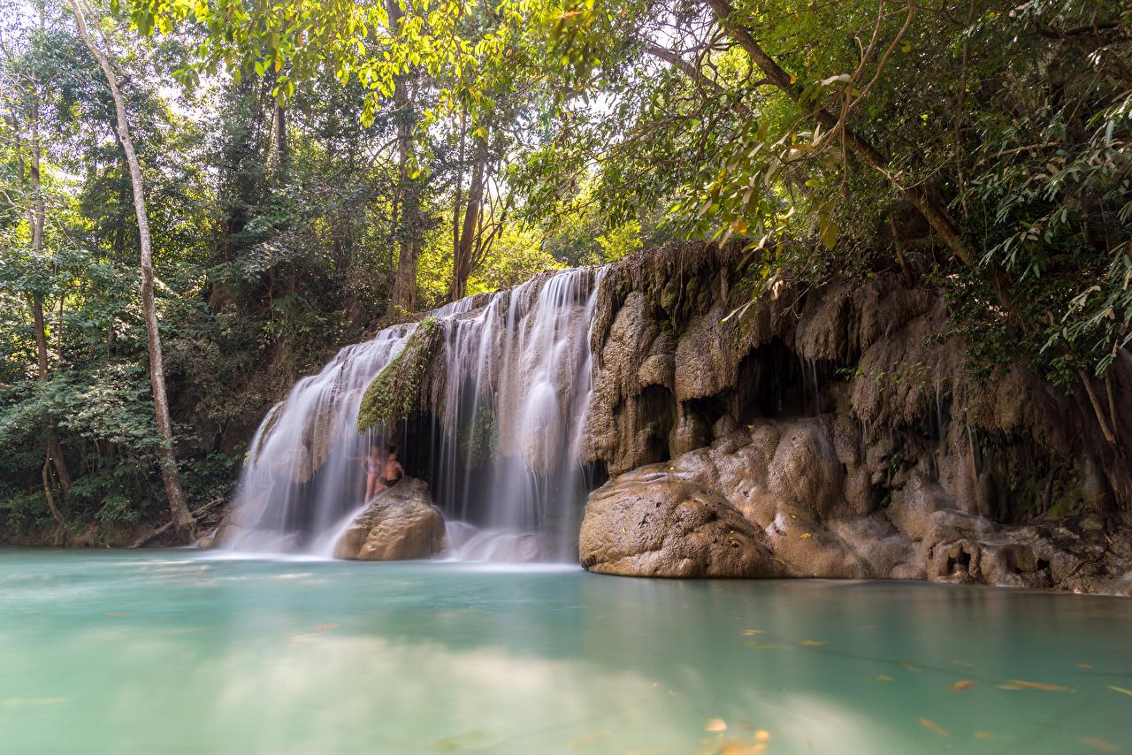 Фотографии Таиланд Erawan Falls Kanchanaburi скалы Природа Водопады Тропики ветвь Утес скале Скала тропический Ветки ветка на ветке