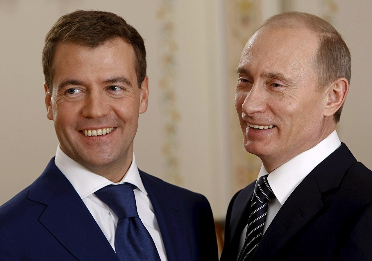 Обои для рабочего стола Владимир Путин Дмитрий Медведев Президент Смех Знаменитости смеются смеется