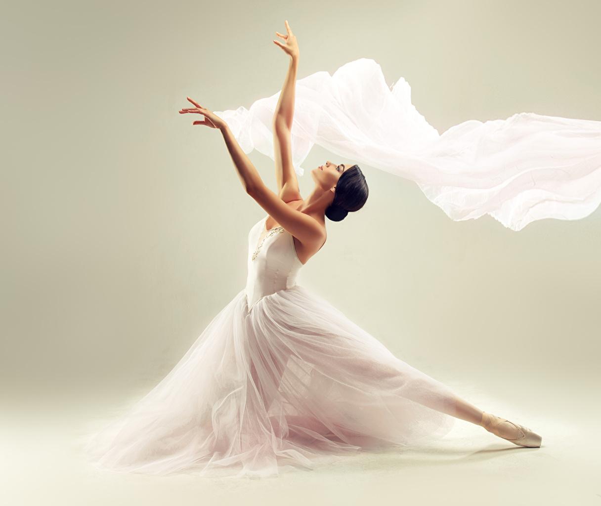 Картинки брюнеток Балет Девушки рука Платье Брюнетка брюнетки балете балета девушка молодые женщины молодая женщина Руки платья