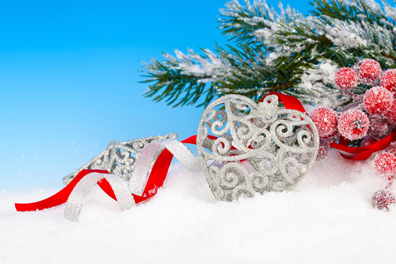 Фотография Рождество Сердце Снег Лента Ветки Ягоды Новый год сердечко ветвь ленточка