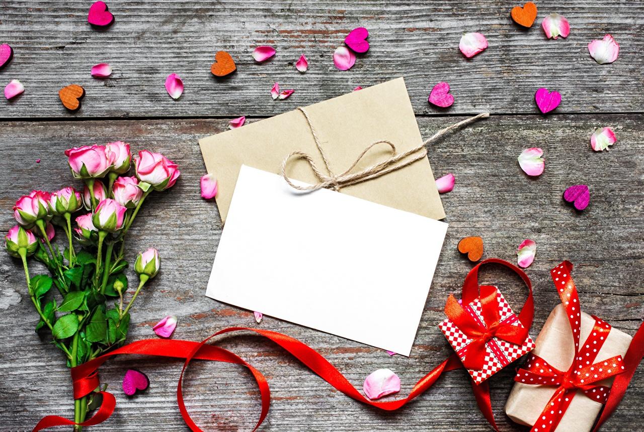 Обои для рабочего стола День святого Валентина сердечко Лист бумаги Розы Лепестки Письмо цветок подарков Шаблон поздравительной открытки День всех влюблённых серце сердца Сердце роза лепестков Цветы письма подарок Подарки