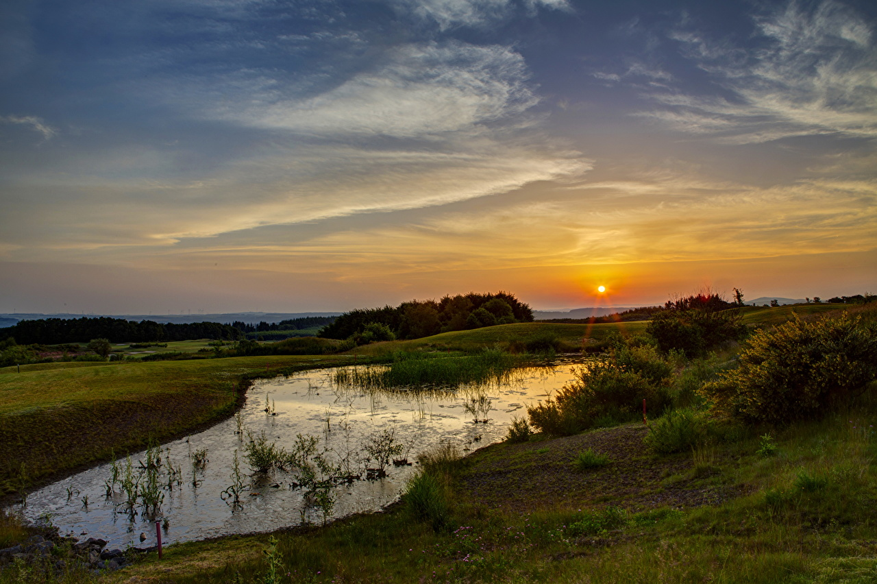Картинки Солнце Природа Пруд Небо Рассветы и закаты солнца рассвет и закат