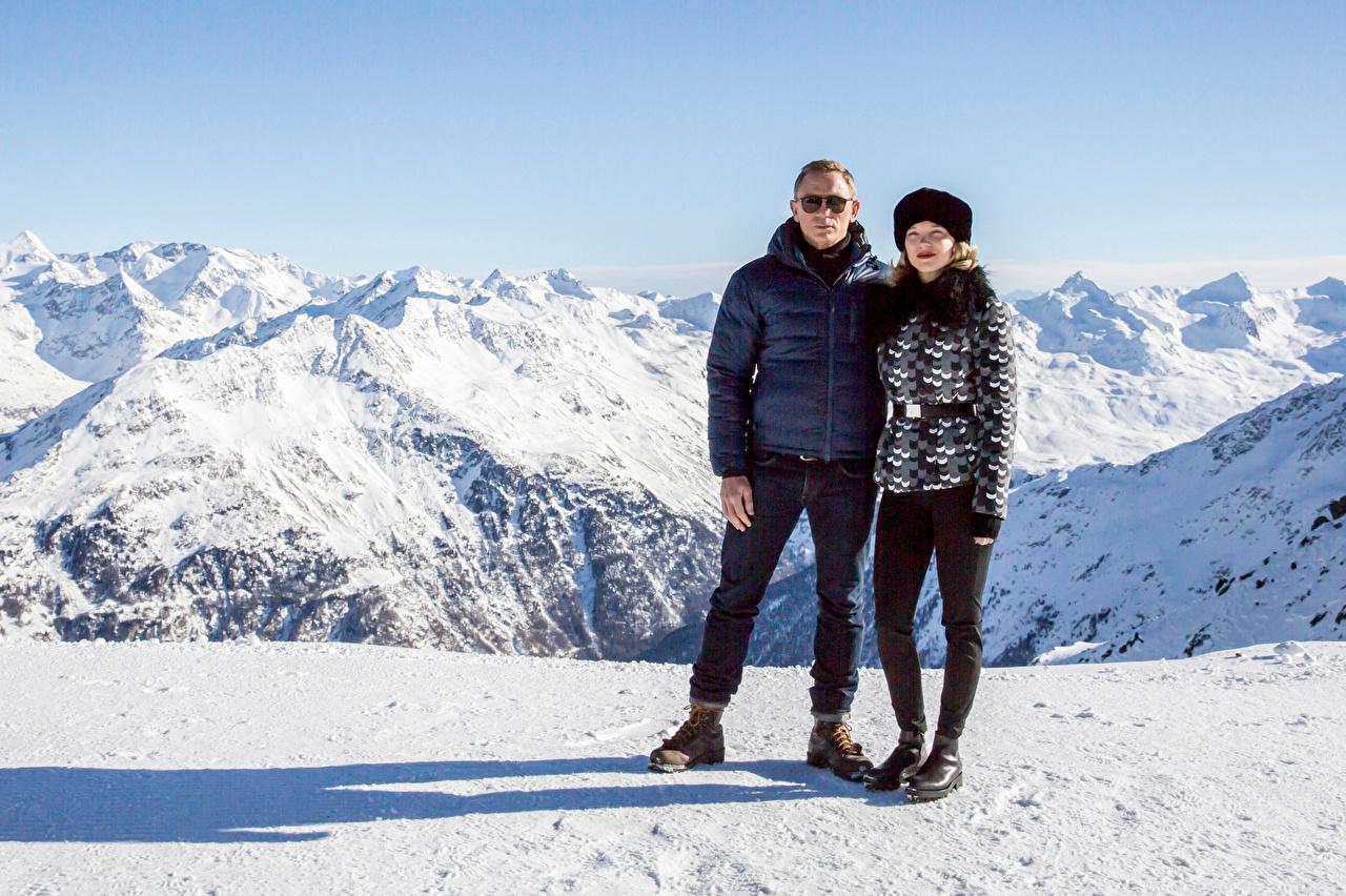 Картинки Daniel Craig мужчина Spectre, Léa Seydoux гора девушка Снег Фильмы Знаменитости Дэниэл Крэйг Мужчины Горы Девушки молодые женщины молодая женщина кино снеге снегу снега