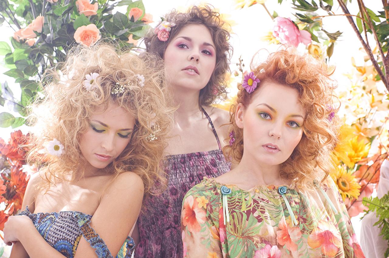 Фото рыжих Шатенка Блондинка красивый Девушки втроем смотрят Платье Рыжая рыжие шатенки блондинок блондинки Красивые красивая девушка молодые женщины молодая женщина три Трое 3 Взгляд смотрит платья