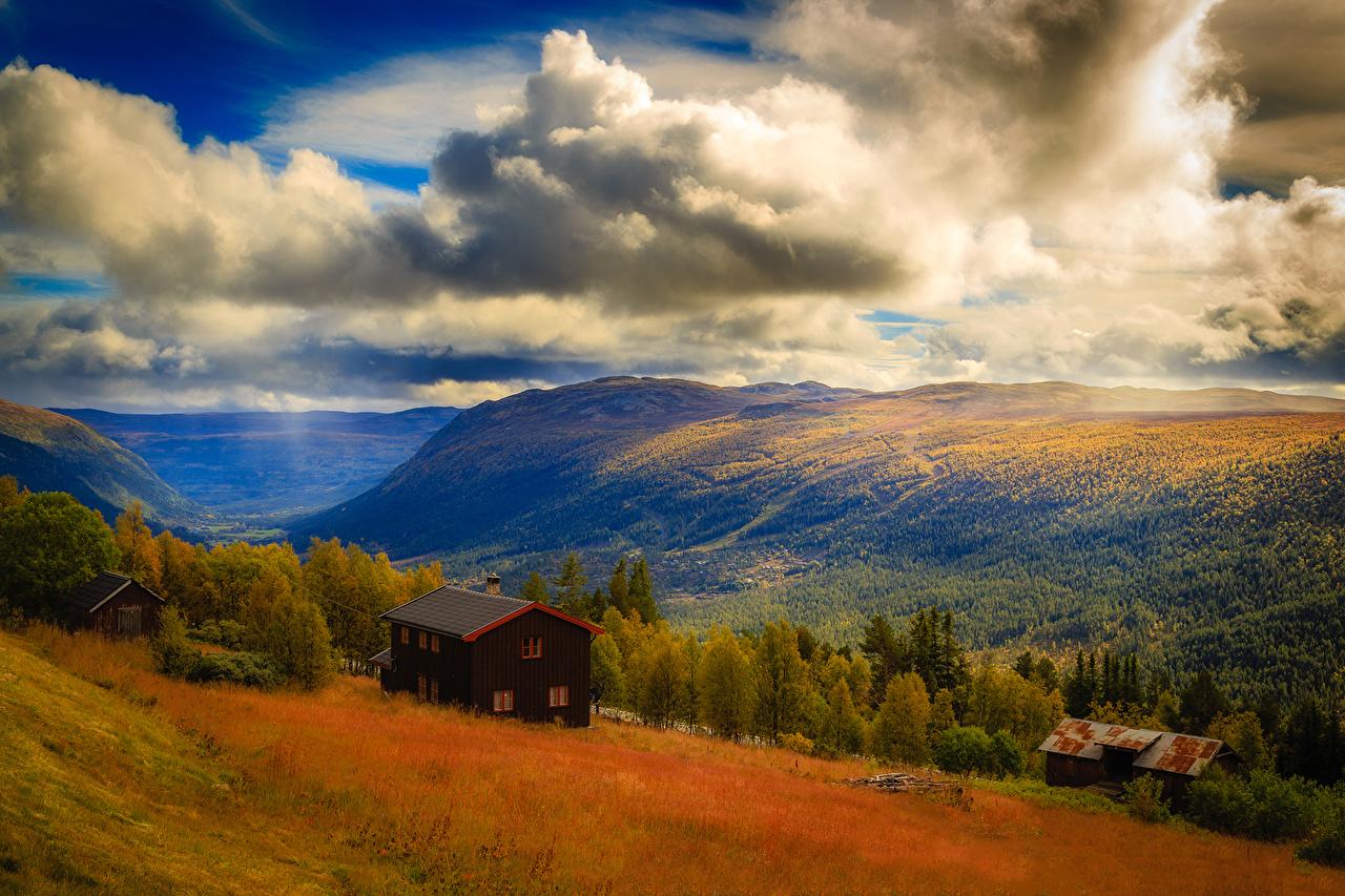 Обои для рабочего стола Норвегия Hardangervidda Горы Природа Леса Пейзаж Дома Облака гора лес Здания облако облачно