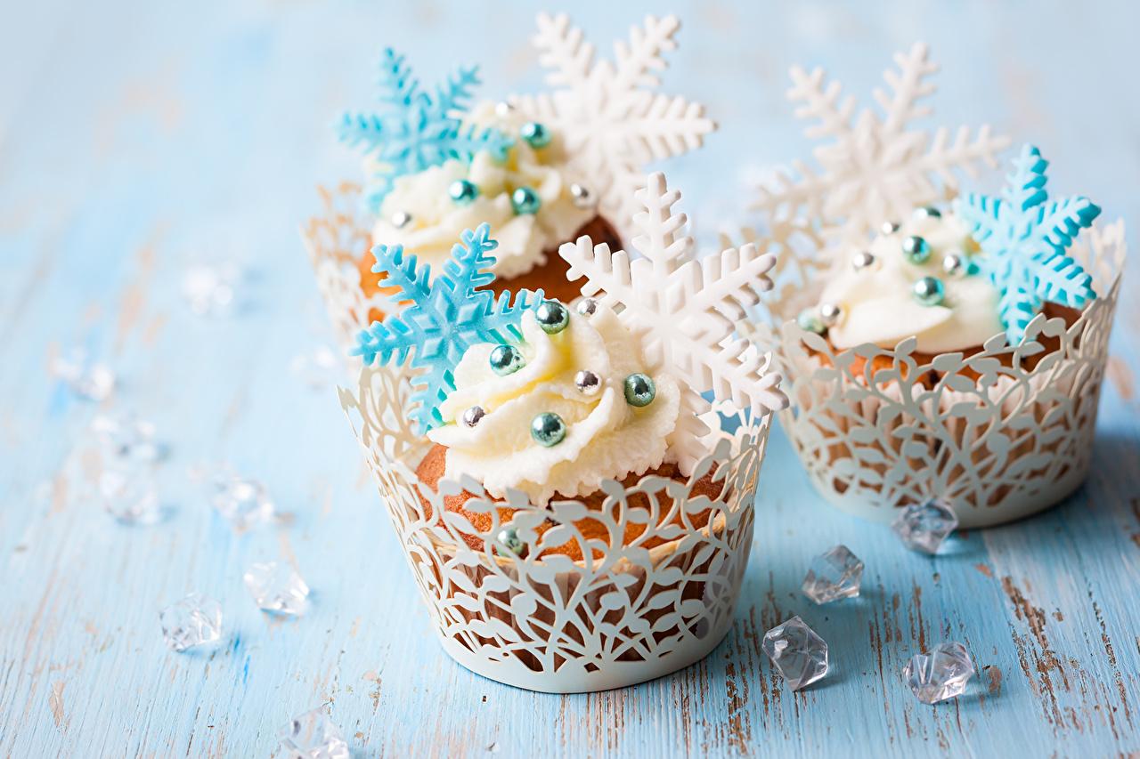 Картинка Новый год Снежинки Пища Пирожное Сладости Крупным планом Рождество снежинка Еда Продукты питания вблизи сладкая еда