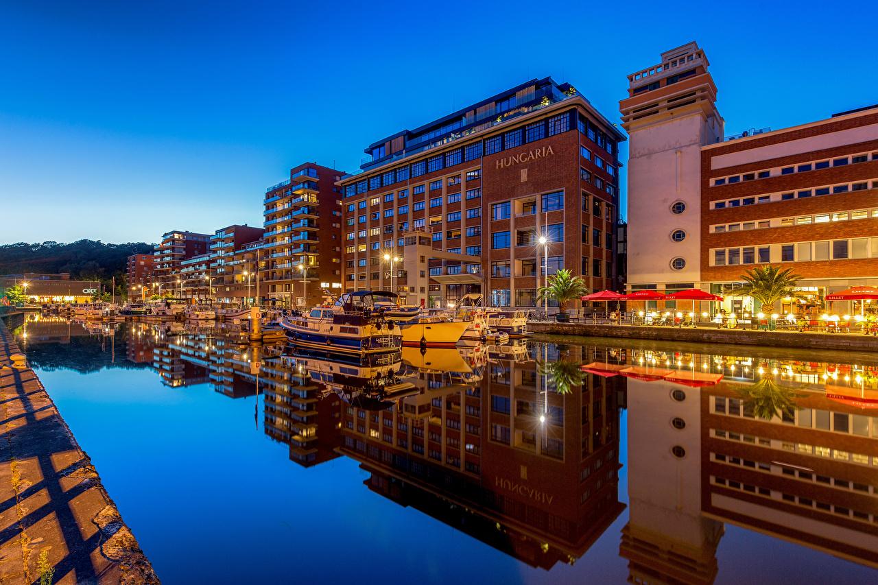 Фотография Бельгия Leuven Водный канал Яхта набережной Дома город Набережная Здания Города