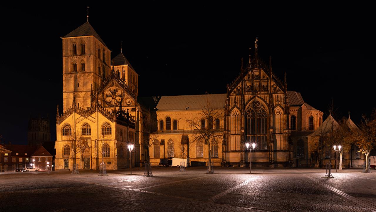 Картинки Церковь Германия городской площади Muenster Храмы ночью Уличные фонари Дома Города Городская площадь Ночь в ночи Ночные город Здания