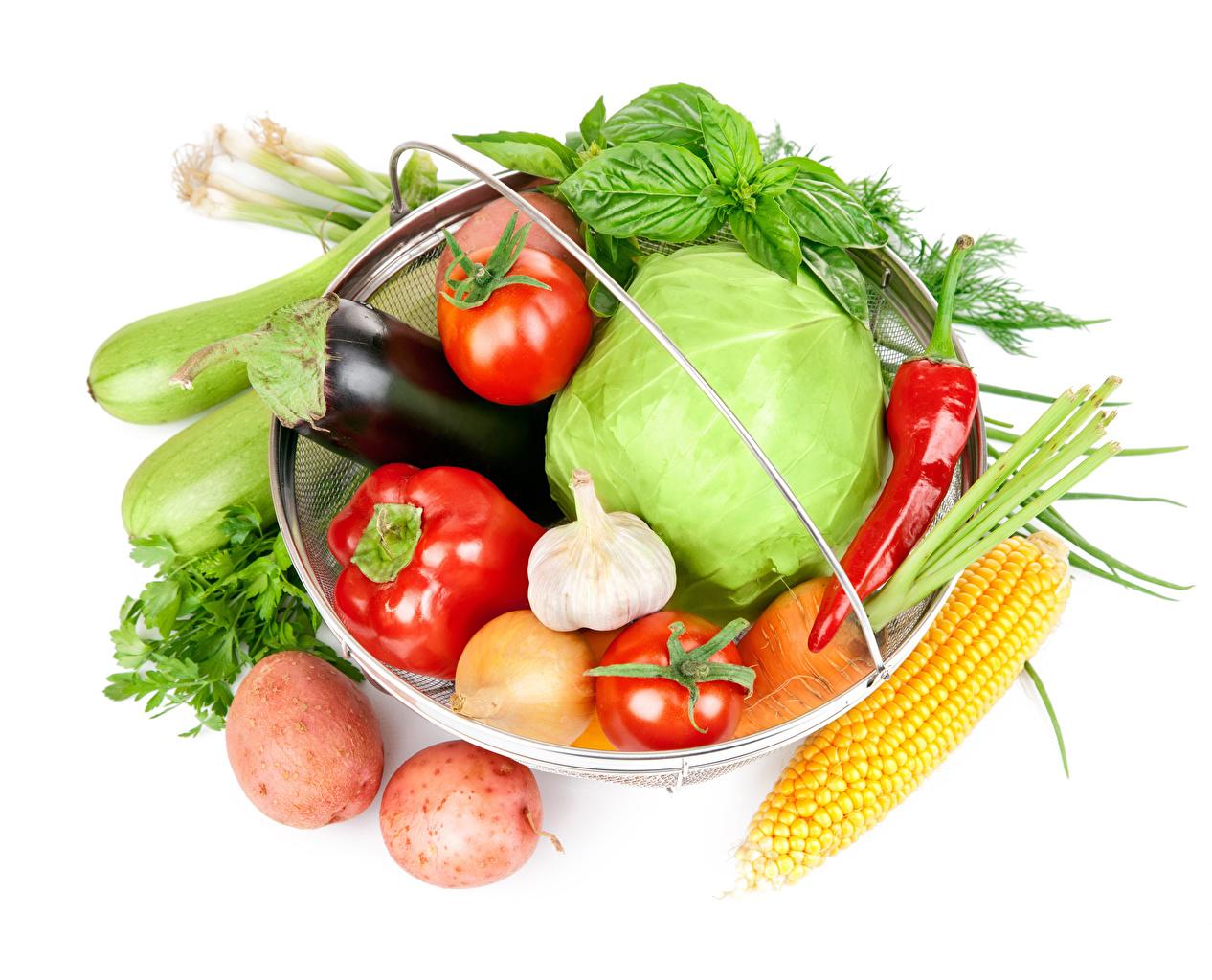 Фото Томаты Капуста Кукуруза картошка Еда Перец Овощи белом фоне Помидоры Картофель Пища Продукты питания Белый фон белым фоном