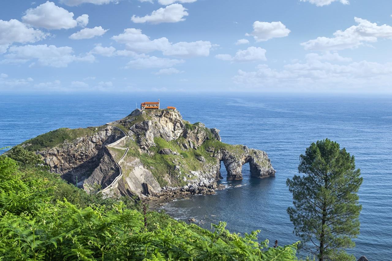 Картинка Испания San Juan de Gaztelugatxe Море скале Природа Остров берег Утес Скала скалы Побережье