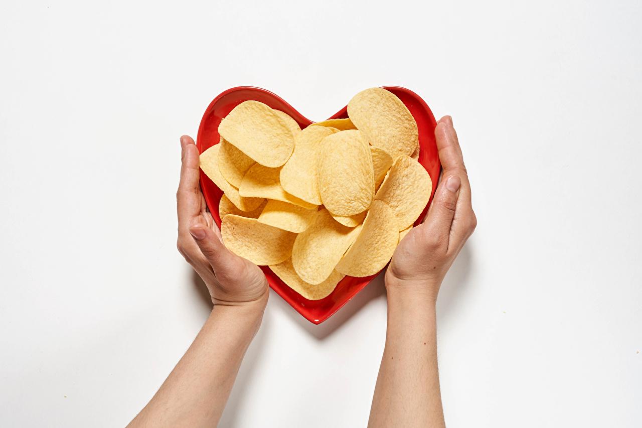 Фотография сердечко Чипсы рука Пища Серый фон серце Сердце сердца Еда Руки Продукты питания сером фоне