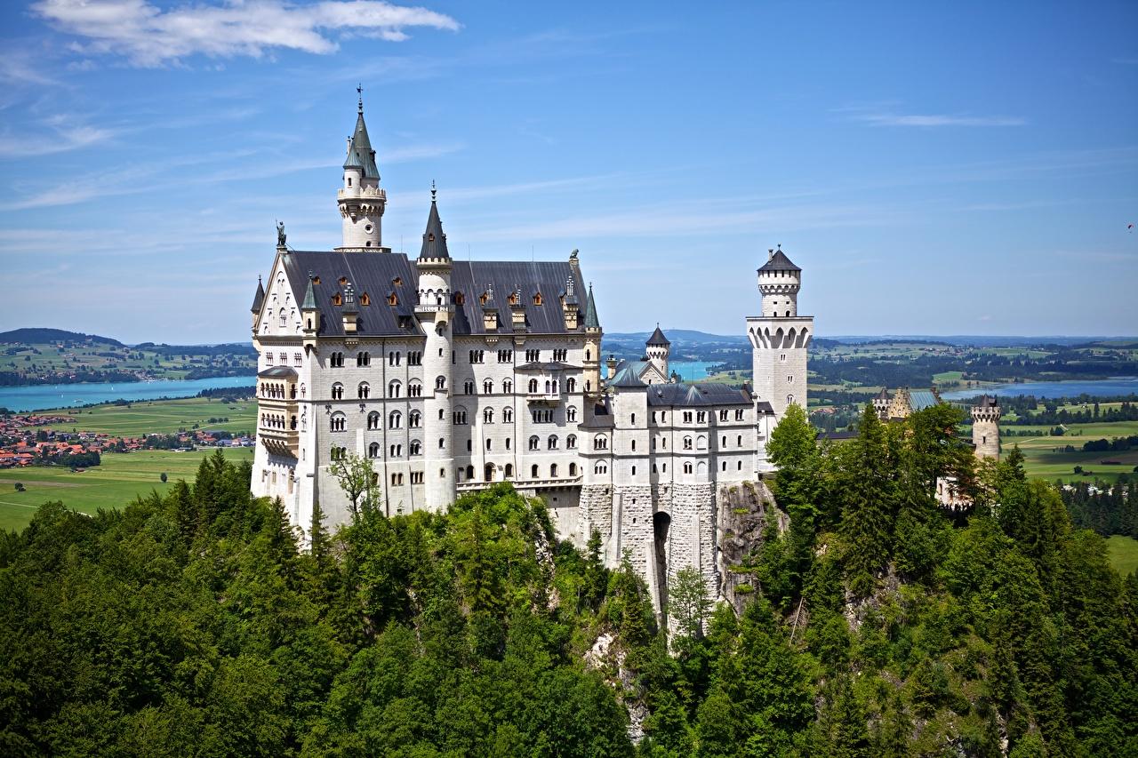 Картинки Бавария Нойшванштайн Германия замок лес Замки Леса