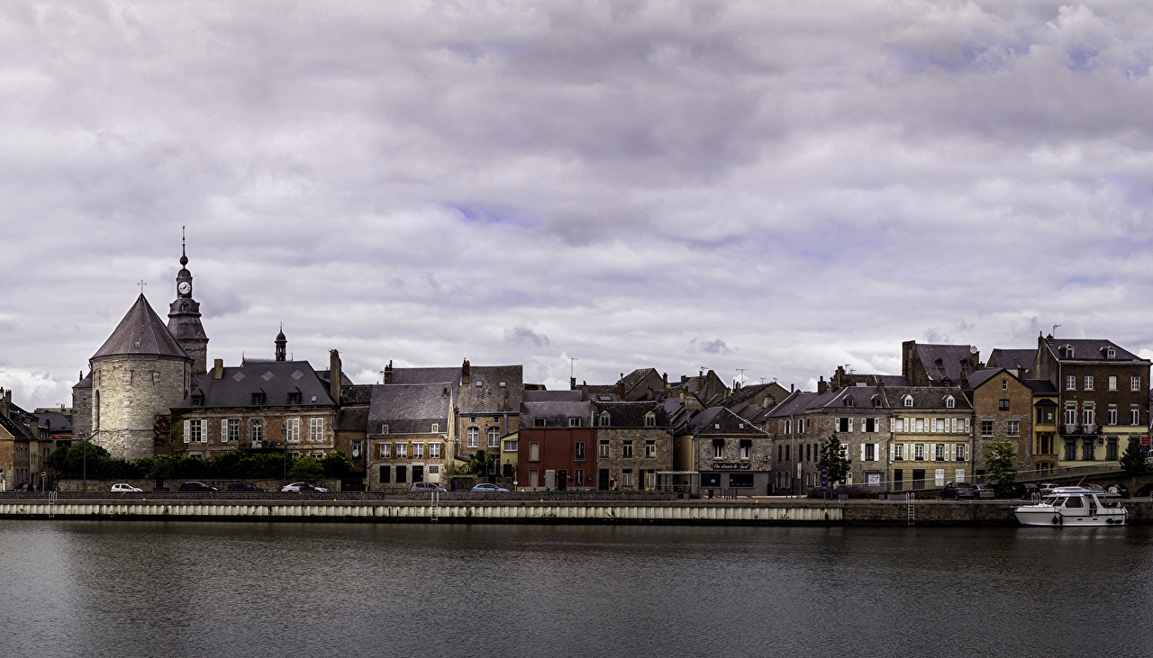 Обои для рабочего стола Франция Givet речка Побережье город Здания Реки река берег Дома Города