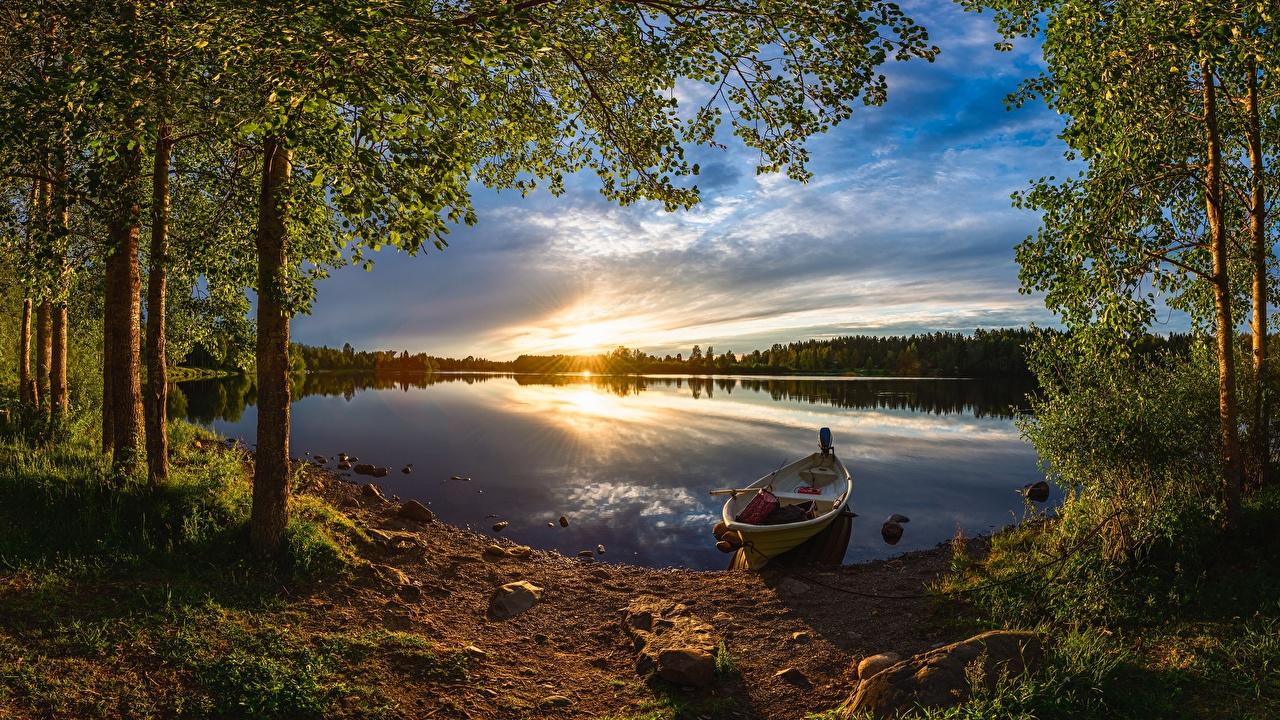 Обои для рабочего стола Финляндия Oulu, River Oulujoki Природа Леса Рассветы и закаты Реки Лодки Вечер Деревья лес рассвет и закат река речка дерево дерева деревьев