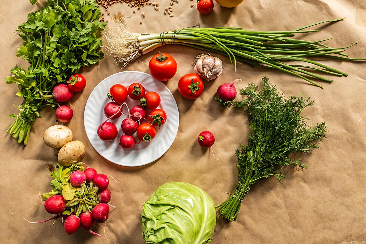 Фото Зелёный лук Редис Томаты Капуста Укроп Чеснок Овощи тарелке Продукты питания Помидоры Еда Пища Тарелка