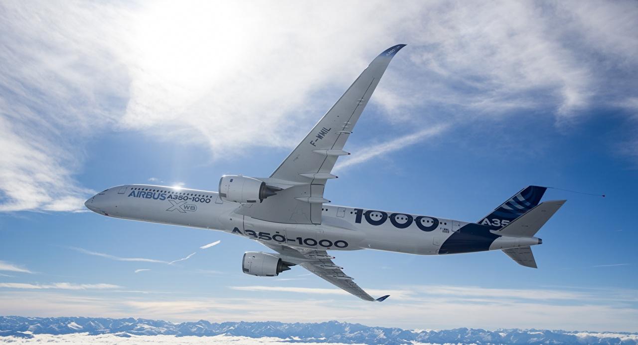 Картинка Эйрбас Самолеты Пассажирские Самолеты A350-1000 Полет Авиация Airbus летящий