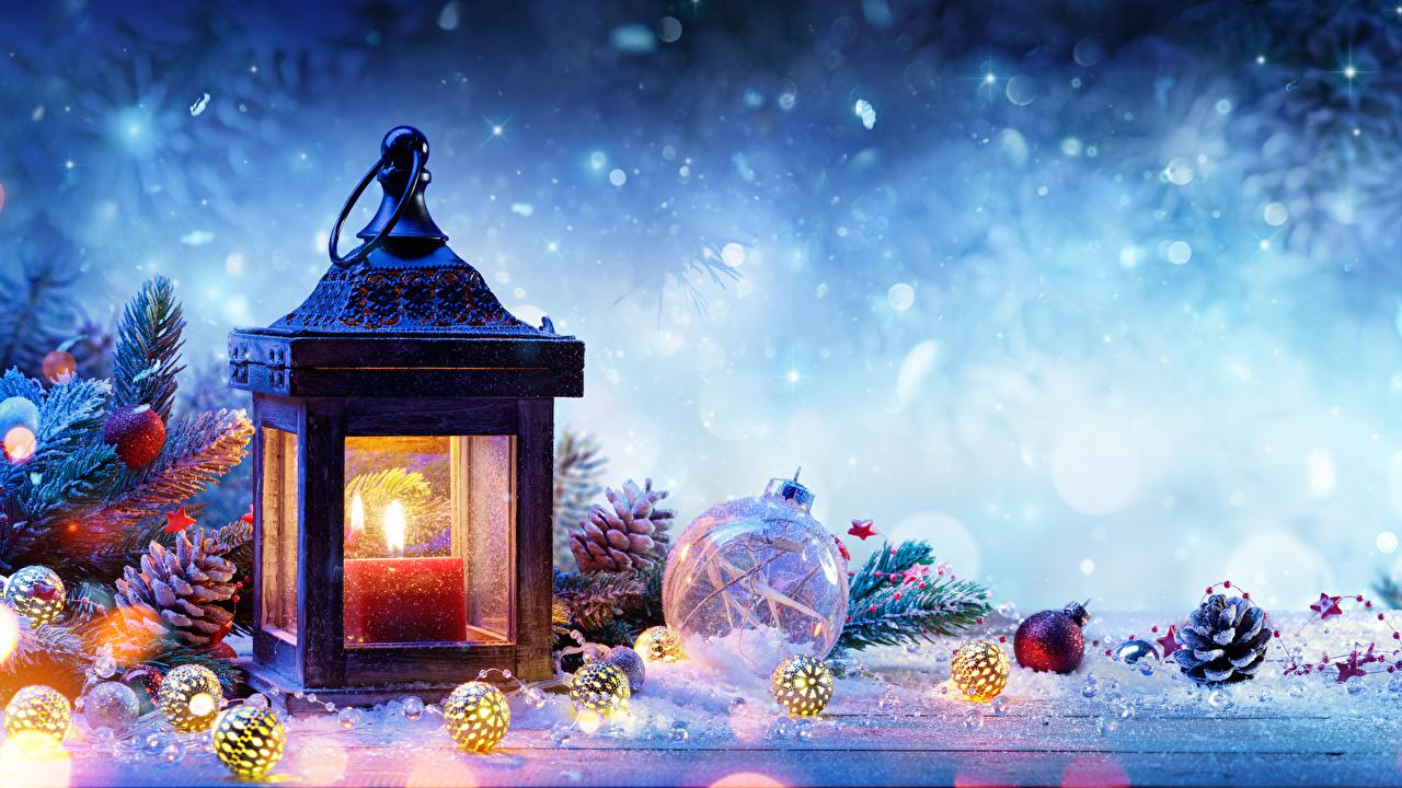 Фотографии Новый год Фонарь зимние Снег Шар шишка Ветки Свечи Рождество фонари Зима снеге снегу снега Шишки ветвь ветка Шарики на ветке