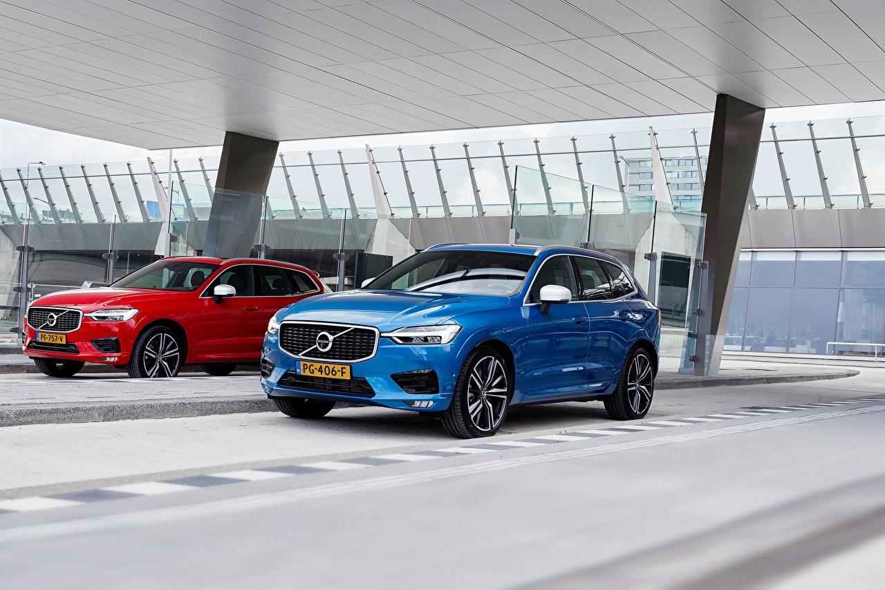 Картинки Вольво 2017 XC60 Двое Металлик Автомобили Volvo 2 два две вдвоем авто машина машины автомобиль