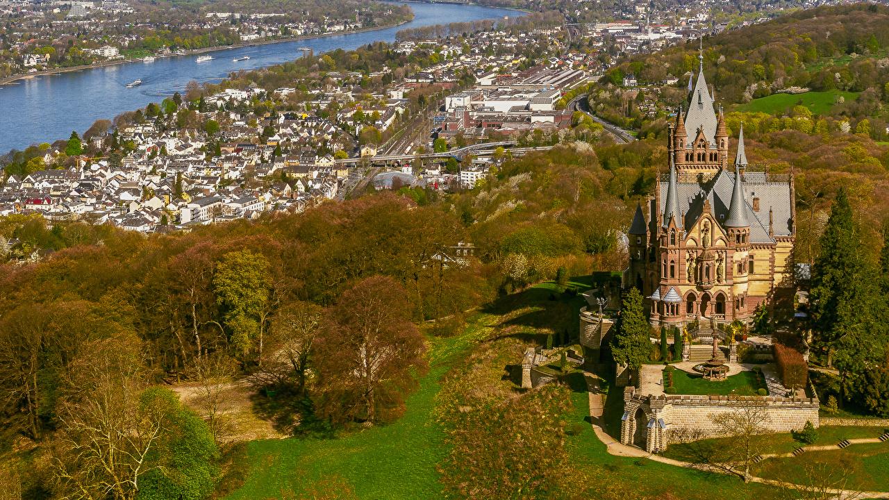 Фото Германия Drachenburg Schloss Замки Осень Сверху Города Здания осенние Дома город
